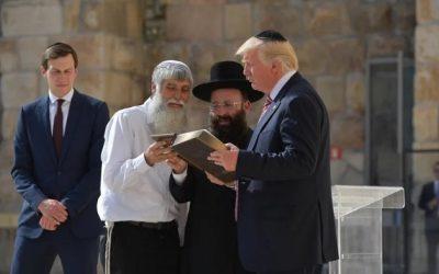 """Più di 200 rabbini affermano: """"Trump ha adempiuto alla profezia di Geremia"""